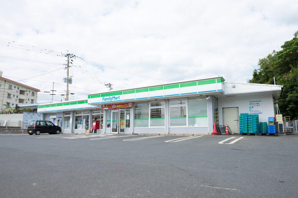 ファミリーマート亀津北店 イメージ1